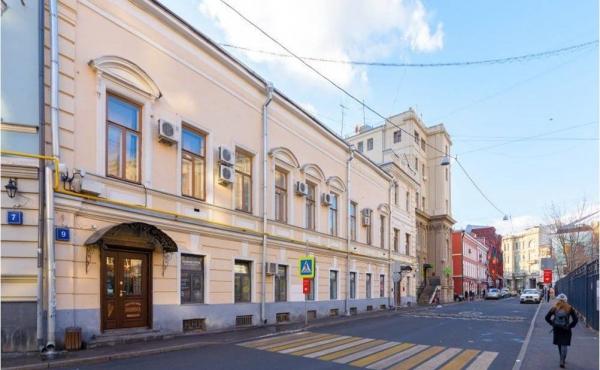 Locale fronte strada di 67 m2 in zona Arbatskaya