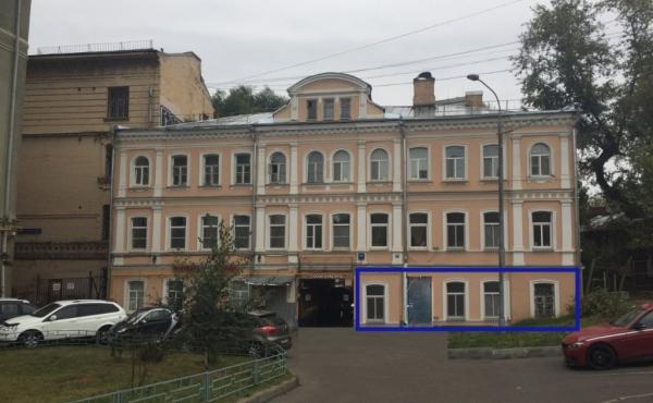 Ground-floor space (120 m2) for rent near metro Kurskaya