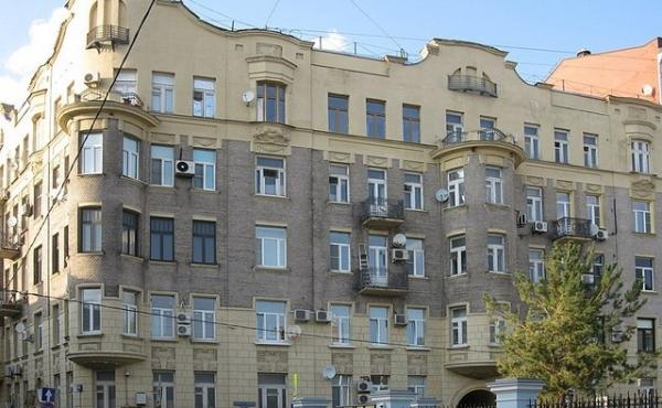 Trilocale in elegante palazzo storico in zona Chistye Prudy