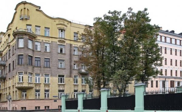 3-х комнатная квартира в историческом доме на Чистых прудах