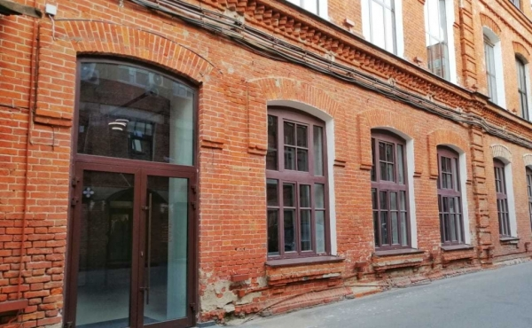 Ground-floor space of 171 m2 for rent near Moscow-City and metro Barrikadnaya