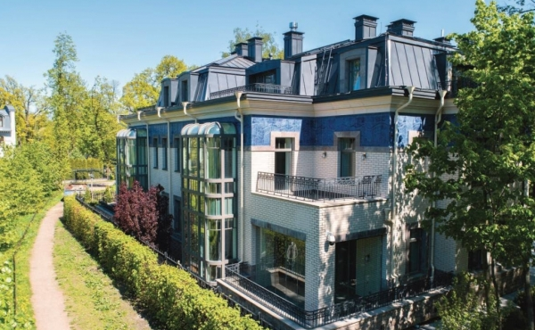 Luxury 2-family estate for sale on Kamenny Ostrov in St.Petersburg