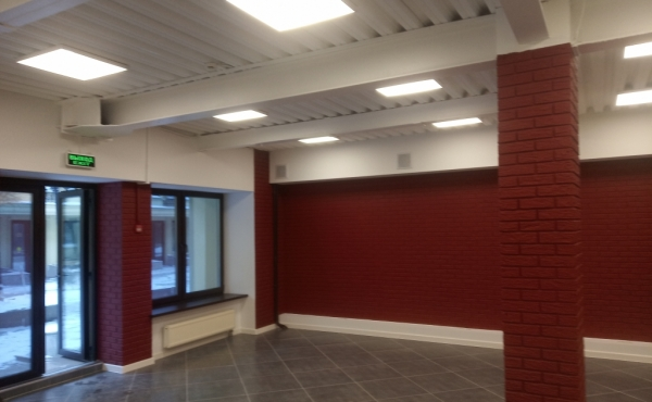 Ground-floor space (177 m2) for rent in office complex
