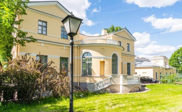 Complesso immobiliare storico a ridosso del giardino Tavrichevsky