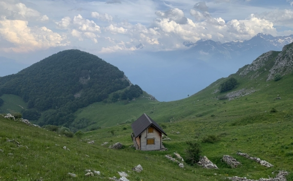 Abandoned hamlet with 36 ha. for sale amid the valleys of Piedmont