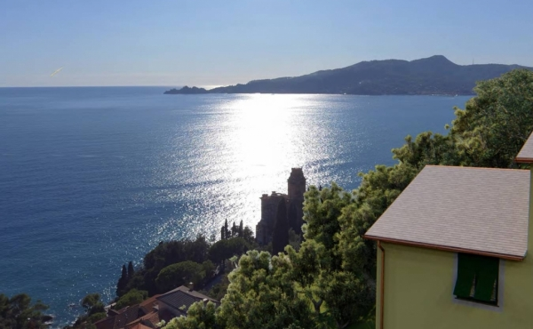 Rare redevelopment project of an old house with sea views near Portofino