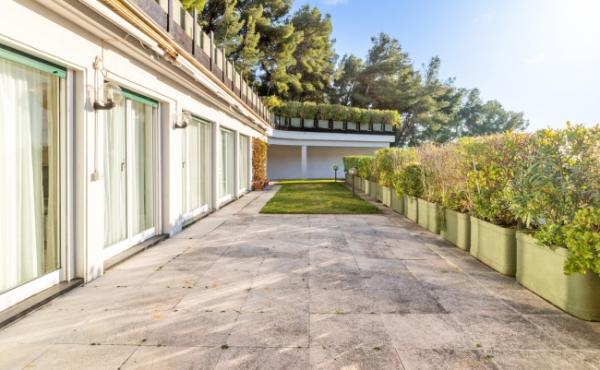 Luxurious apartment near the beach on the Italian Riviera