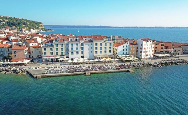 Seafront restaurant for rent or sale in Piran