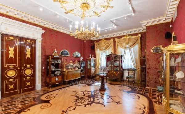 Elegante showroom in affitto nel quartiere Petrogradsky